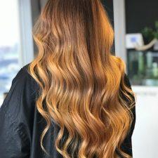 Cheveux courbés avec coloration- Le lockal Spécialisation en coloration